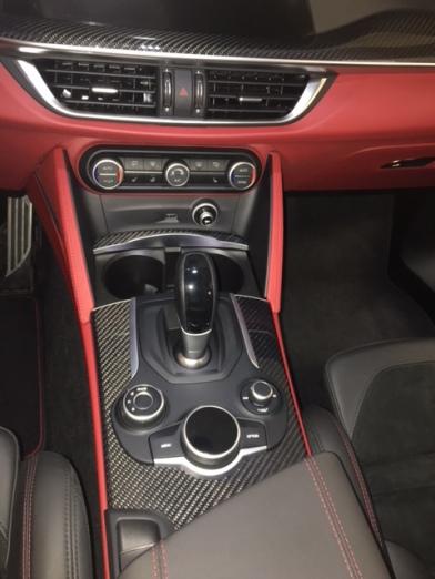 Alfa Romeo Stelvio Quadrifoglio console
