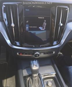 2019 Volvo S60 R-Design console