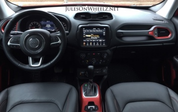 2019 Jeep Renegade Trailhawk dash and console