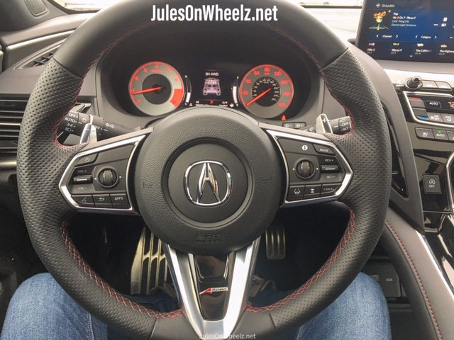 2020 Acura RDX steering wheel and display